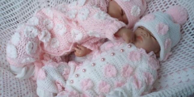 İkiz Bebeklere Örgü Tulum Örneği