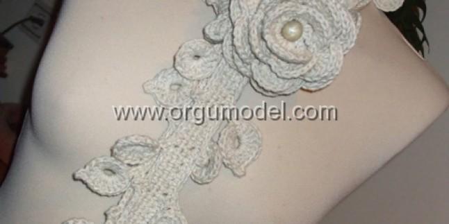 Beyaz Güllü Fular Modeli