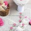 Pembe Çiçekli Beyaz Dantel Banyo Takımı